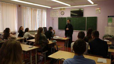 Photo of Беседы со старшеклассниками в рамках курса бесед о семье и браке